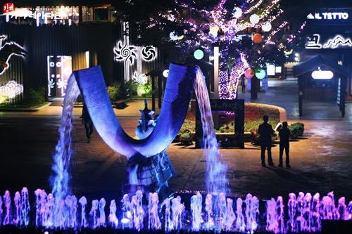 경남 김해시 가야테마파크에서 열리고 있는 빛 축제. /사진제공=가야테마파크