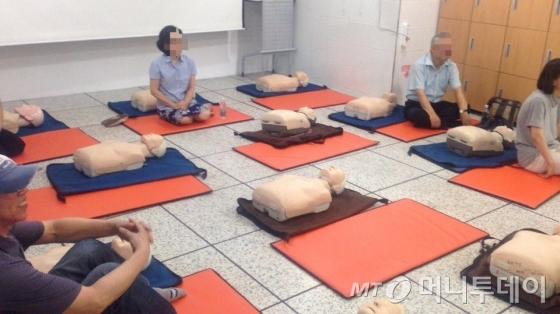 심폐소생술 교육을 위해 준비된 교육용 심폐소생술 마네킹들. /사진=신지수 기자