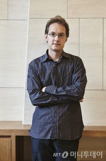 핀란드에서 내한한 하프시코드 연주자 아포 하키넨. 그는 자신이 이끄는 헬싱키 바로크 앙상블과 함께 제13회 평창대관령음악제에서 바흐의 곡을 연주한다. /사진제공=평창대관령음악제