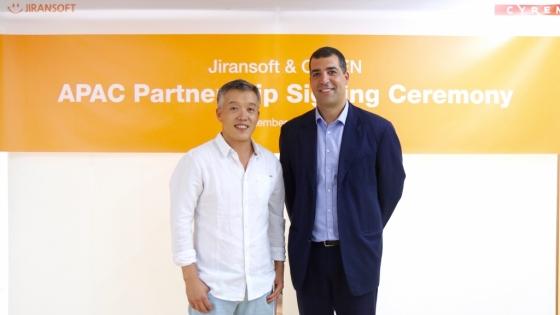 오치영 지란지교소프트 오치영 대표(왼쪽)와 토머 에고지 사이렌 부사장이 6일 양사간 아시아태평약지역 공동영업 파트너십을 맺었다./사진제공=지란지교소프트