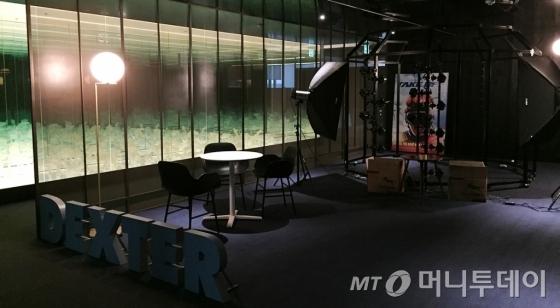 서울 마포구 덱스터스튜디오 본사 내부. 사람을 스캐닝할 수 있는 대형 스캐너가 설치돼있다. /사진=덱스터