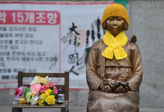 일본대사관 앞에 세워진 위안부 소녀상/사진=뉴스1