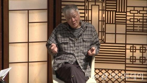 소설가 김훈은 25일 국립국악원에서 열린 브런치콘서트 '다담' 초대손님으로 나서 자신의 삶과 가치관을 자유롭게 풀었다. /사진제공=국립국악원