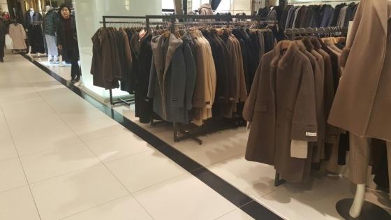 백화점에서 겨울 시즌을 맡아 코트를 다량 전시, 판매하고 있다/사진=머니투데이 이미영 기자