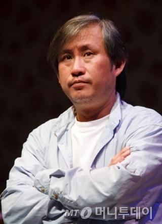 극단 '작은신화' 대표인 최용훈 연출이 한국연극연출가협회 '올해의 연출가상'을 수상했다. /사진제공=한국연극연출가협회