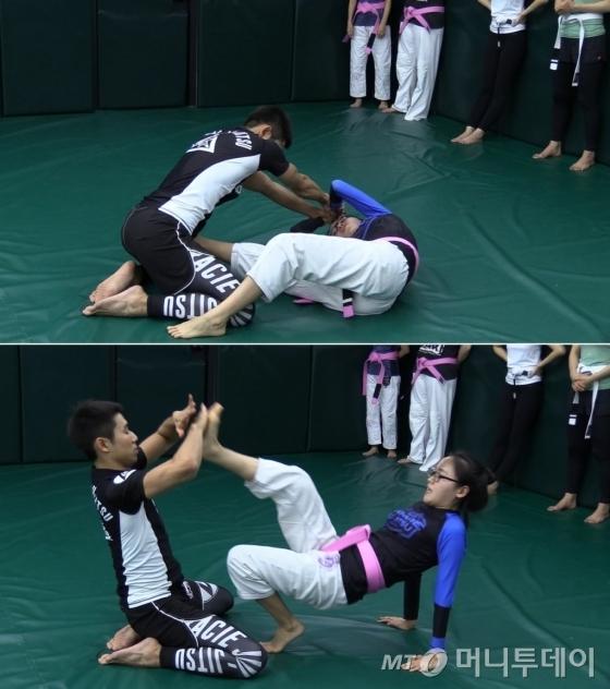 선생님들이 범행 단계에서 빠져나오는 방법에 대해 시범을 보이고 있다./사진=박지윤 기자