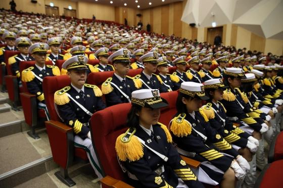 경찰대 36기 신입생이 올해 2월 충남 아산 경찰대학에서 열린 경찰대 36기 신입생 입학식에 참석했다. /사진=뉴스1