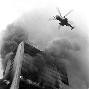 사고 당시 헬기가 인명 구출을 시도하는 모습. /사진제공=서울시 소방재난본부