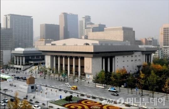 D등급도 연봉 4.8%↑…세종문화회관의 이상한 '성과연봉제'