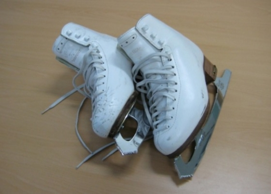 김연아 선수가 2010년 밴쿠버 올림픽에서 금메달을 획득할 당시 신었던 스케이트. /사진제공=문화재청