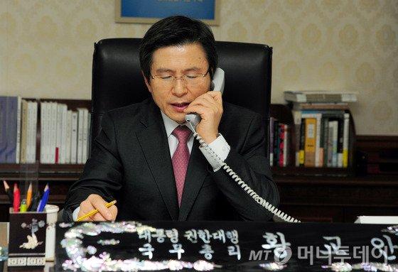 """황교안 , 美트럼프에 취임 축하서한 보낸다 """"신행정부와 공조 본격화"""""""