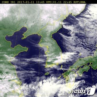 11일 오후 10시45분 전국 위성사진 (출처 기상청) © News1