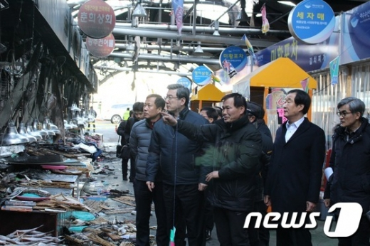 [사진]여수 수산시장 화재현장 찾은 주영섭 중소기업청장