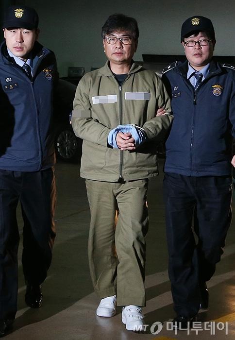 [사진]특검 사무실 향하는 신동철 전 정무비서관