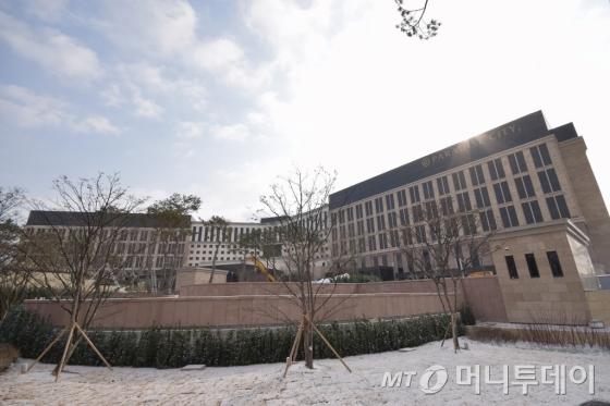 """파라다이스시티 1차 준공 """"중국 개별관광객 유치"""""""