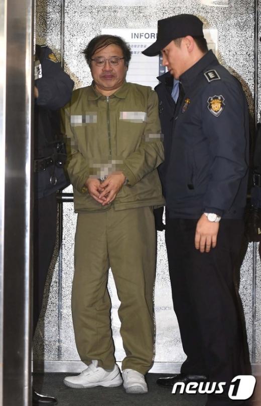 [사진]특검 사무실 들어서는 안종범 전 수석