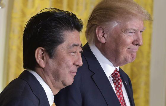 도널드 트럼프 미 대통령과 백악관을 방문한 아베 신조 일본 총리/ 사진=AFP뉴스1