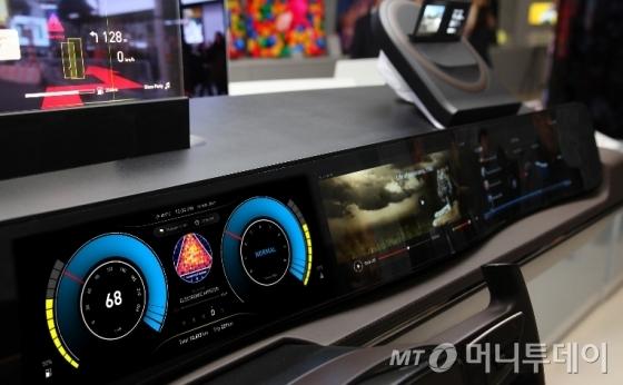 LG디스플레이는 TV, 노트북, 모바일용 디스플레이 외에 차량용 디스플레이도 제작판매한다. 예를 들어 차량용 정보안내디스플레이(CID), 계기판(Cluster), 뒷좌석 엔터테인먼트 디스플레이(RSE) 등을 공급중이다./사진=LG디스플레이 블로그