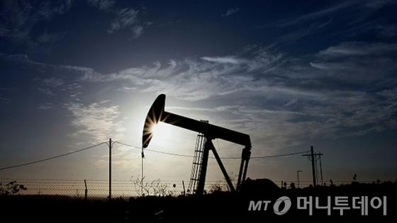 국제유가, OPEC 감산연장 소식에 소폭 상승