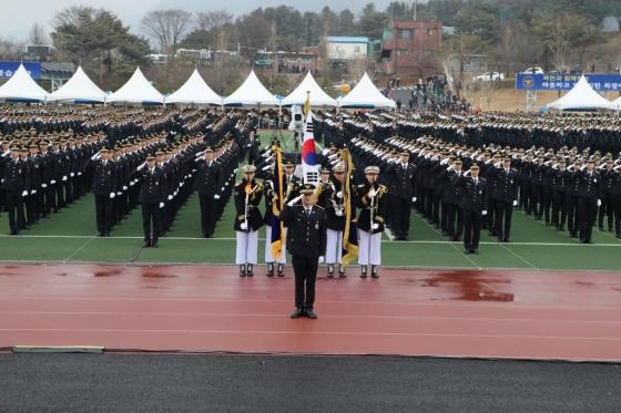 17일 오전 충북 충주시 중앙경찰학교 대운동장에서  제289기 신임 경찰관 2163명의 졸업식이 개최됐다./사진제공=경찰청