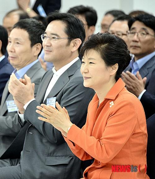 박근혜 대통령과 이재용 삼성전자 부회장/ 사진=뉴시스