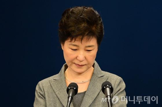 박근혜 대통령이 지난해 11월 29일 오후 청와대 춘추관에서 제3차 대국민담화를 발표하고 있다. /사진=뉴스1