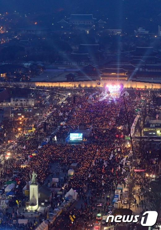[사진]'한 줄기 촛불이 민주주의를 이루다'