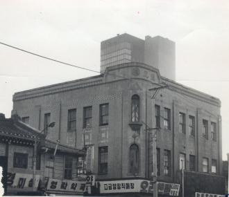 창립 당시부터 1929년까지 유한양행 사옥으로 쓰인 덕원빌딩/사진제공=유한양행