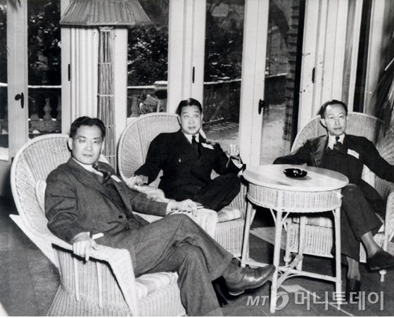 1945년 1월 미국 버지니아에서 열린 IPR(Institute of Pacific Relation)에 한국 대표로 참석한 유일한 박사(가운데). 12개국 대표 160명이 모이는 이 자리에선 전후 일본 문제를 논의했다. /사진제공=유한양행