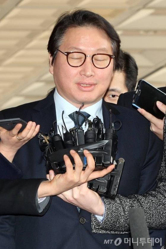 '사면청탁' 최태원 SK그룹 회장 13시간 넘게 조사