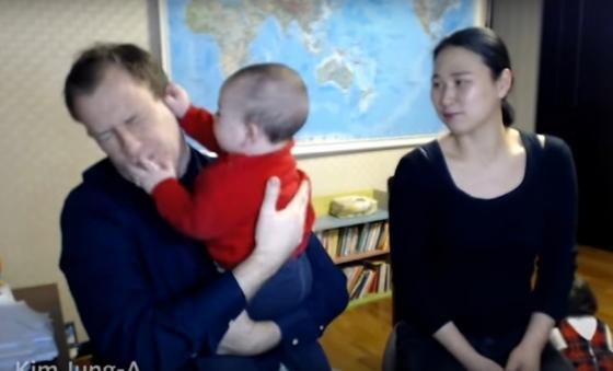 BBC 방송사고 후 사건에 대해 인터뷰 중인 켈리교수와 가족들 /사진=BBC