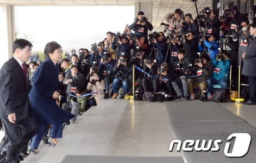 박근혜 전 대통령이 검찰에 출두하고 있다. /사진=뉴스1