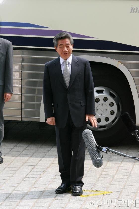 """노무현 전 대통령 """"면목없는 일"""".  /사진=인터넷사진공동취재단"""