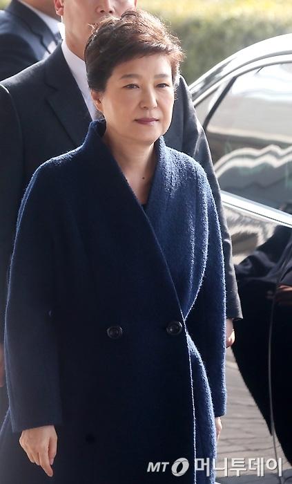 박근혜 전 대통령이 검찰에 출석했다. /사진=홍봉진 기자