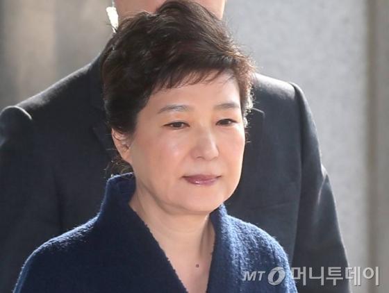박근혜 전 대통령이 21일 오전 서초동 서울중앙지검에 피의자 신분으로 소환되고 있다./ 사진=홍봉진 기자