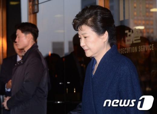 """검찰 """"박근혜 전 대통령 30일 영장실질심사 출석"""" (상보)"""