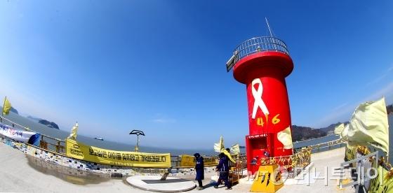 세월호의 목포신항 이동이 임박한 30일 오전 전남 진도군 팽목항이 맑은날씨를 보이고 있다./사진=홍봉진 기자