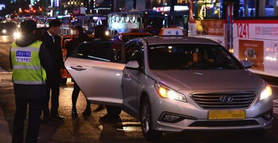 택시 승차거부 단속모습/사진=뉴시스