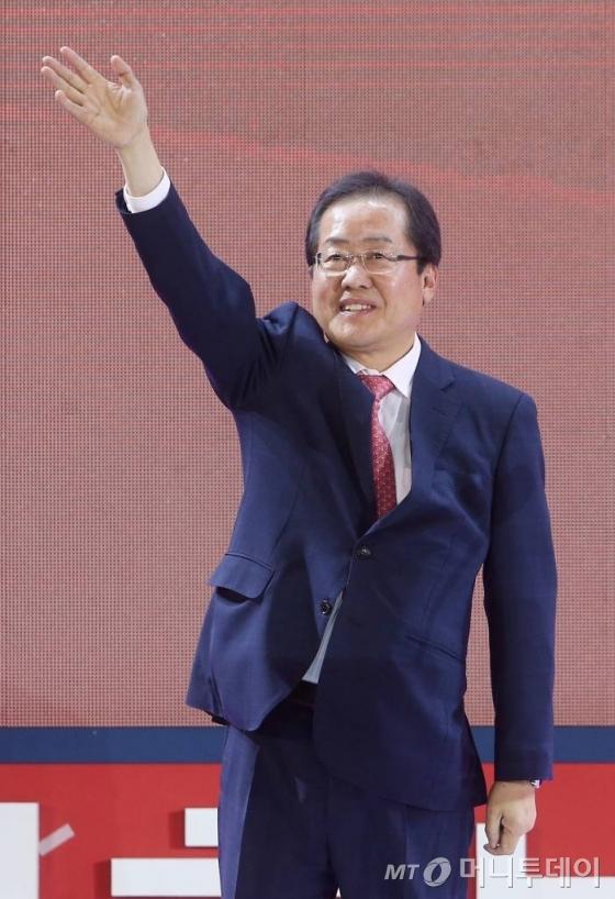 지난달 31일 홍준표 경남지사가 자유한국당 19대 대선후보로 선출됐다./사진=머니투데이DB