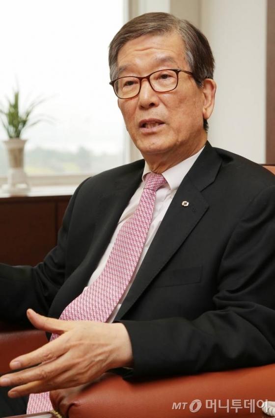 이동걸 KDB산업은행 회장