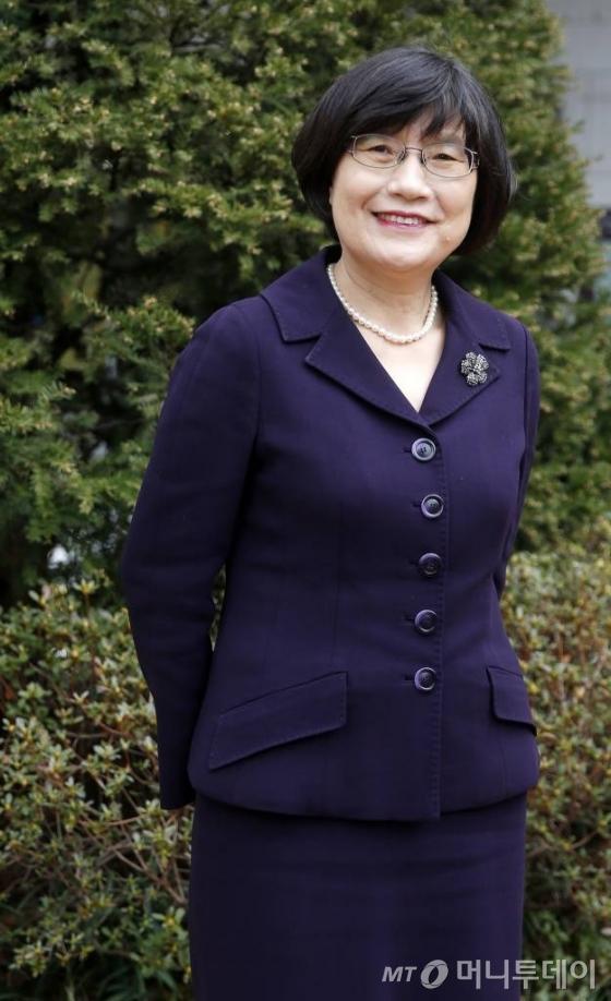 정희선 원장(충남대 분석과학기술대학원)은 여직원이 단 3명이던 국과수에 입사해 30년 후 최초의 여성 원장이 됐다./사진=김휘선 기자