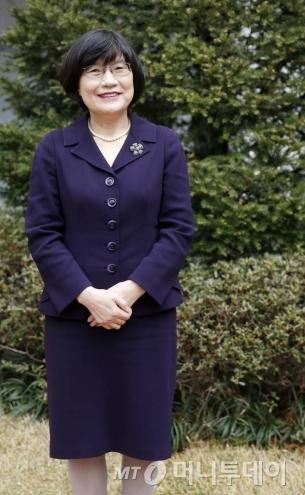 정희선 원장은 2014년 한국 여성 최초로 영국 여왕으로부터 훈장을 받았다./ 사진=김휘선 기자