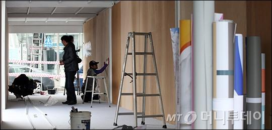 [사진]19대 대통령 선거 홍보 구조물 설치 작업