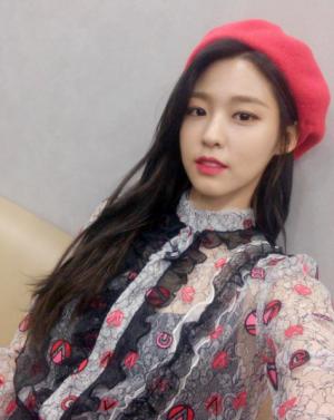 설현, '해피투게더' 출연 셀카…'고혹적인 시스루'