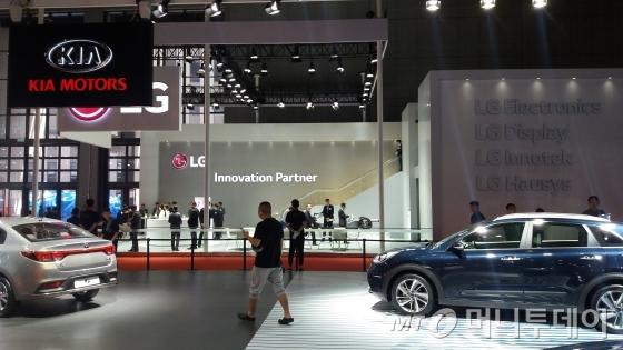 상하이모터쇼 LG 합동 비공개 고객사 부스, 기아차 옆에 위치해있다./사진=장시복 기자