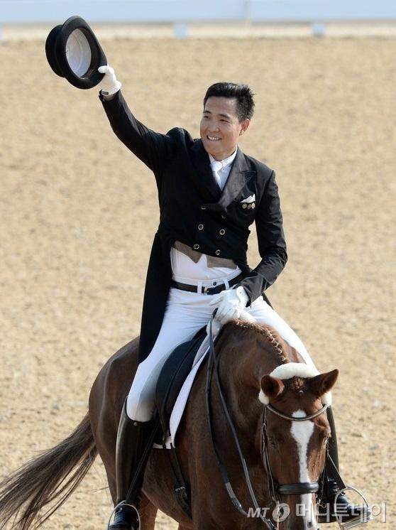 2014 인천 아시안게임 마장마술 단체전에서 금메달을 딴 김동선씨. 사진=뉴스1.