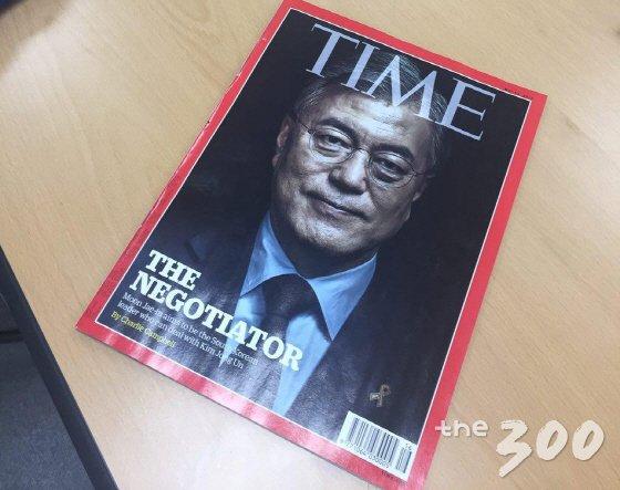 문재인 더불어민주당 후보를 표지에 다룬 미국 시사잡지 '타임'/사진=김성휘 기자