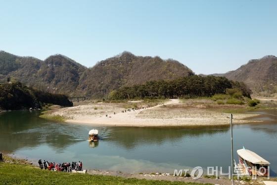 강 건너로 보이는 청령포 전경/사진=이호준 시인·여행작가