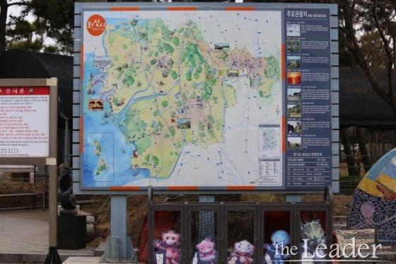 ▲화성시의 주요 관광지를 볼수 있는 지도가 백미리 체험마을 입구에 설치되어 있다.