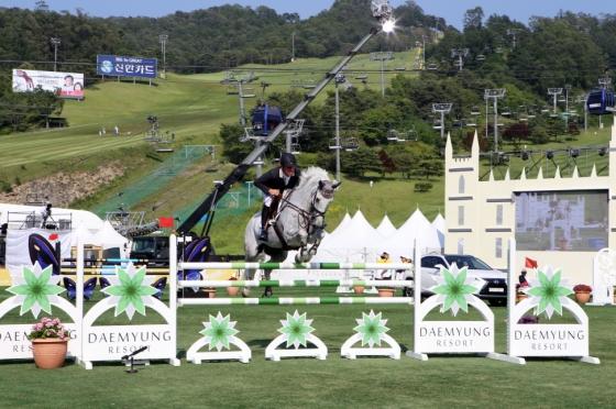 렉서스 코리아, 국제승마대회 'May on a Horse'에서 'RX450h' 특별 전시